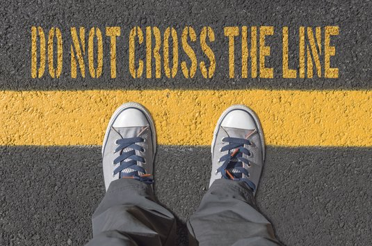 Bildaufschrift Do not cross the line